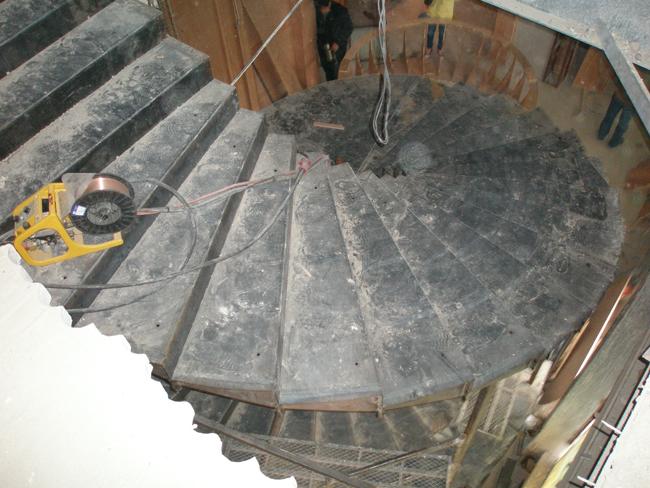 产品展示 旋转楼梯钢结构 点击量: 上一产品展示: 旋转楼梯钢结构施工